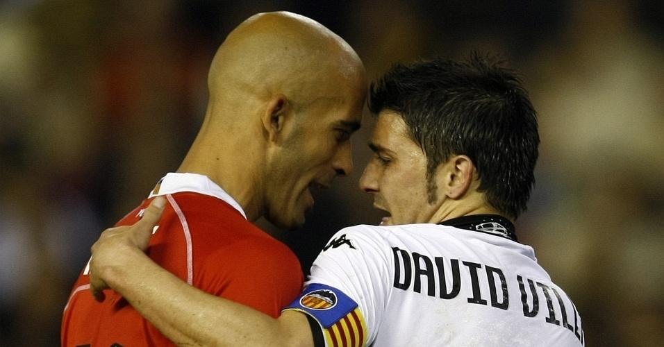David Villa (d), do Valencia, discute com Nunes, do Mallorca, em jogo do Campeonato Espanhol