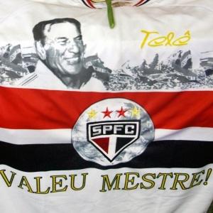 http://e.i.uol.com.br/esporte/futebol/2009/11/30/velorio-do-ex-tecnico-tele-santana--1259628890847_300x300.jpg?1259628927258