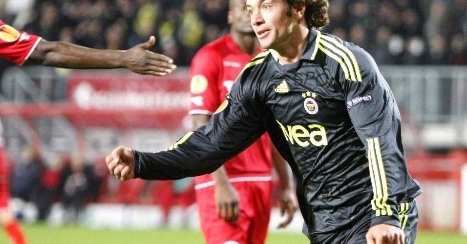 Lugano comemora o gol que deu a vitória ao Fenerbahce na Liga Europa