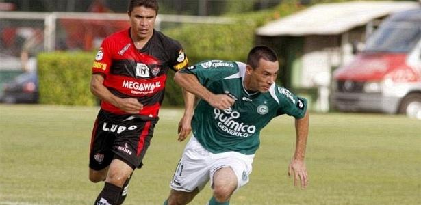 Felipe busca jogada no empate diante do Vitória