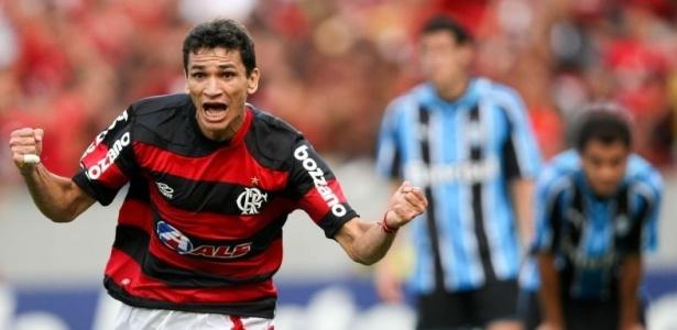 Ronaldo Angelim comemora o gol do título brasileiro em 2009: despedida do Flamengo