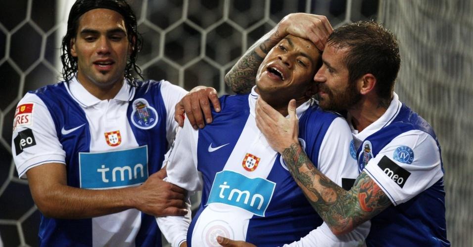 Hulk, ao centro, comemora gol do Porto