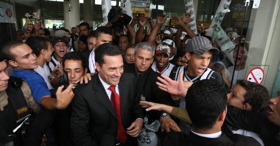 Vanderlei Luxemburgo é recebido pela torcida do Atlético-MG em Belo Horizonte