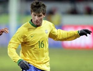 Lateral, que atuou pela seleção brasileira em 2006, terá de procurar outra equipe na próxima temporada