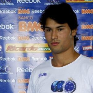 Fora dos planos do Cruzeiro, Pedro Ken foi cedido gratuitamente ao Avaí para a disputa do Brasileirão