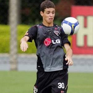 Oscar domina a bola no CT da Barra Funda