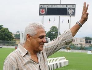 Roberto Dinamite não tem motivo para sorrir uma vez que o Vasco está entre os piores do Brasileirão