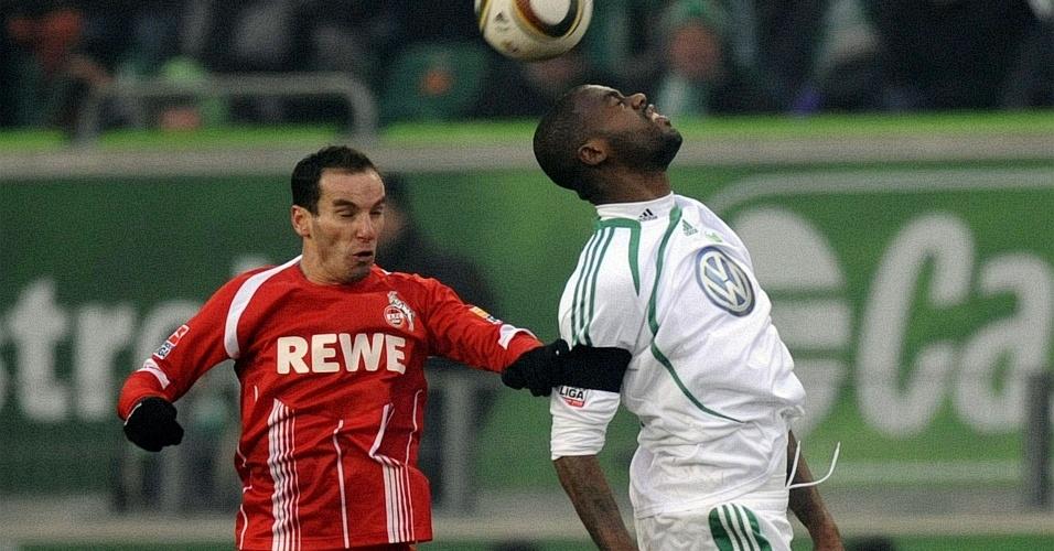 Grafite disputa bola na derrota do Wolfsburg para o Colônia