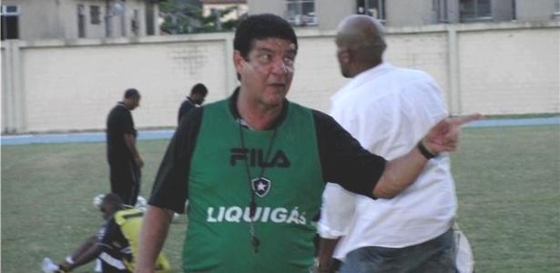 Técnico Joel Santana em ação no Botafogo