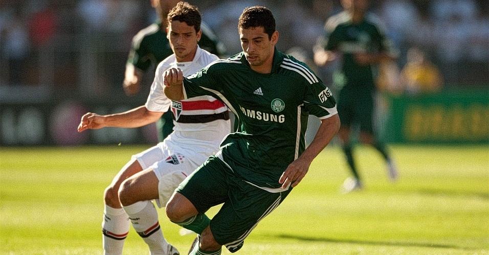 Diego Souza e Jean disputam a bola em 2009