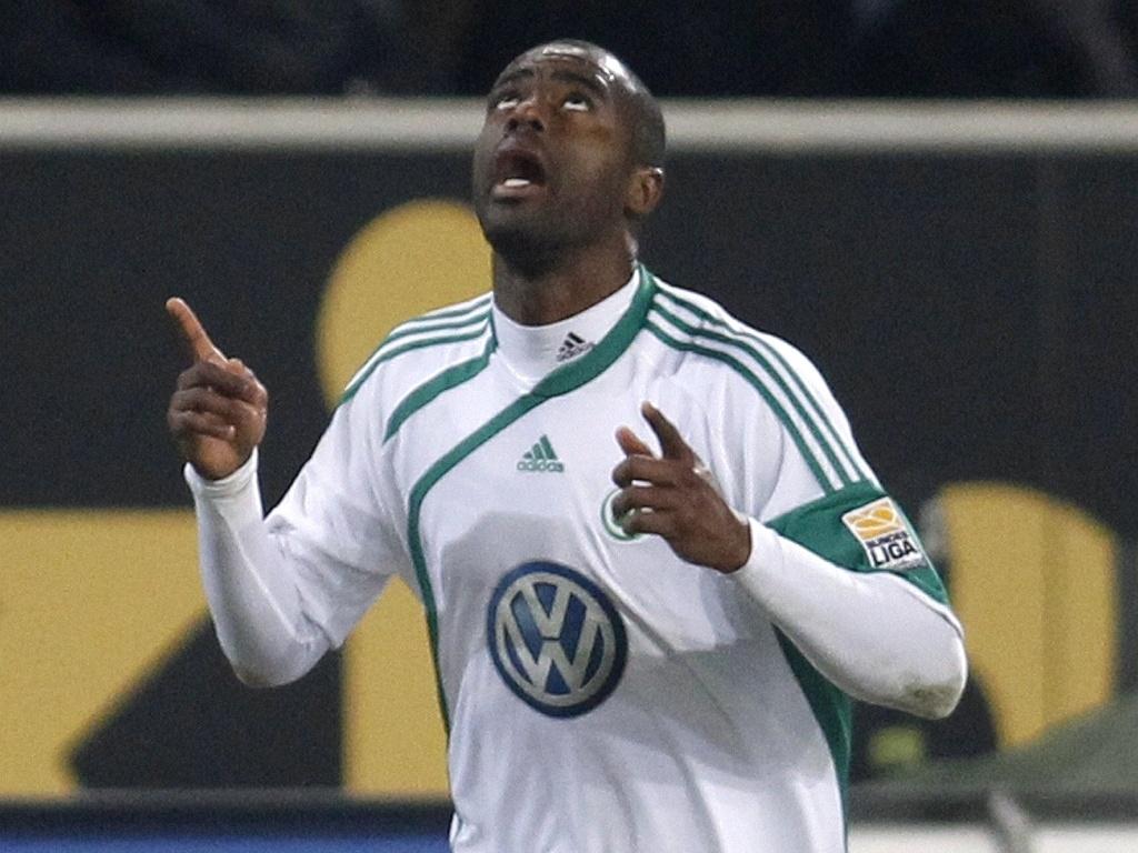 Grafite comemora gol do Wolfsburg contra o Schalke 04