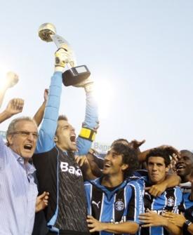 Jogadores do Grêmio vibram após conquista do primeiro turno do Gaúcho