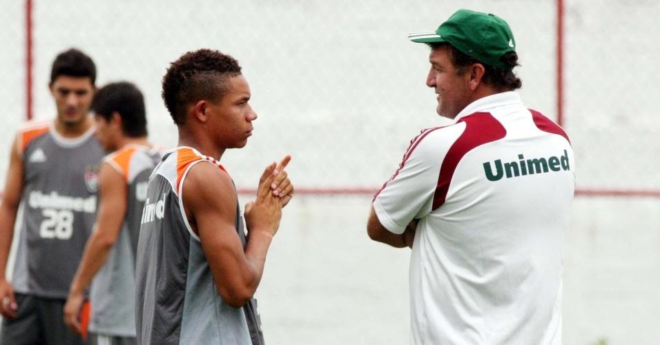 Atacante Wellington Silva e técnico Cuca conversam no Fluminense