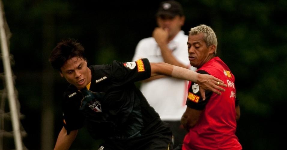Ricardo Gomes assiste ao treino do São Paulo