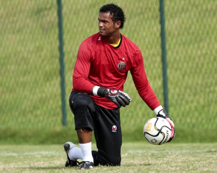 Goleiro Bruno em ao durante o treinamento do Flamengo