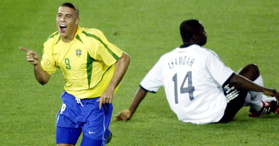 Ronaldo comemora gol do Brasil na final contra a Alemanha na Copa de 2002