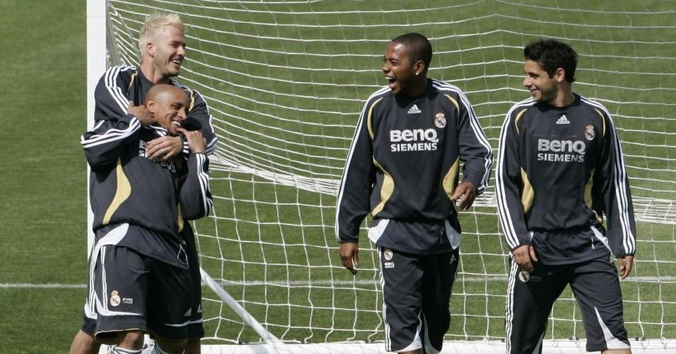 Cicinho, Robinho, Beckham e Roberto Carlos em treino do Real Madrid
