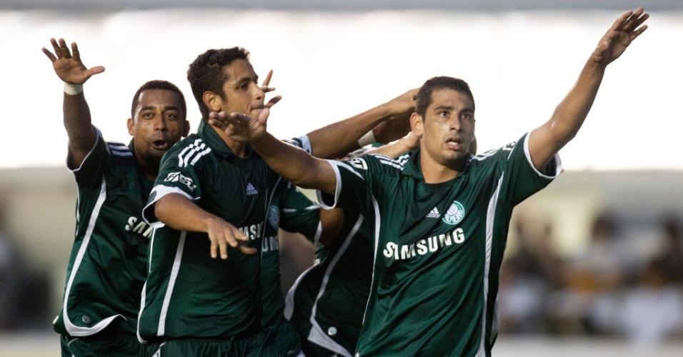Diego Souza e Robert comemoram gol do Palmeiras contra o Santos