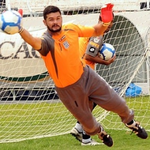 O goleiro Gilson, da Ponte Preta