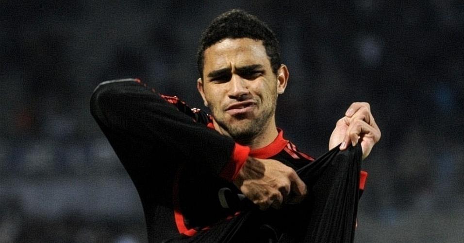 Alan Kardec fez o gol da vitória do Benfica sobre o Olympique de Marselha