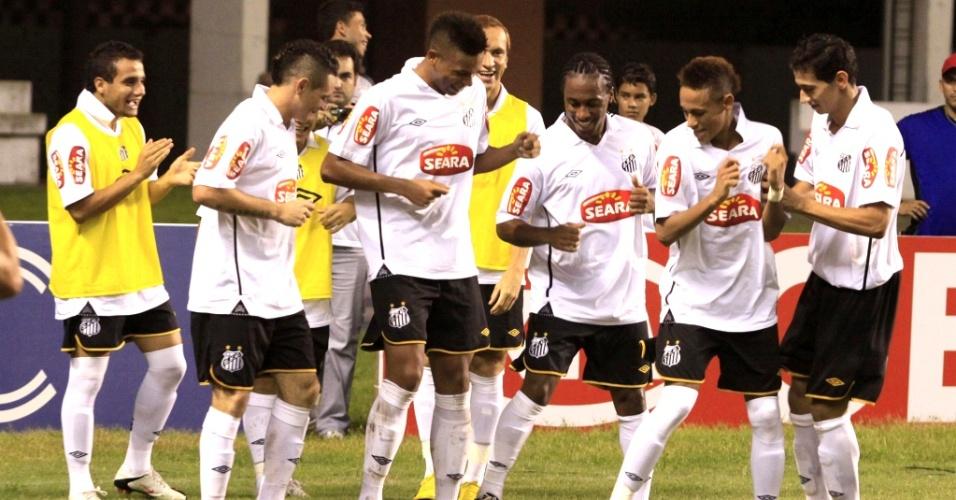 Jogadores do Santos comemoram gol na vitória sobre o Remo na Copa do Brasil