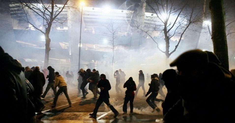 Membros de duas facções de torcidas organizadas do PSG brigaram antes de clássico contra Olympique