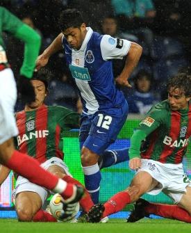 Atacante brasileiro Hulk fez um dos gols da vitória do Porto contra o Marítimo, pelo Campeonato Português