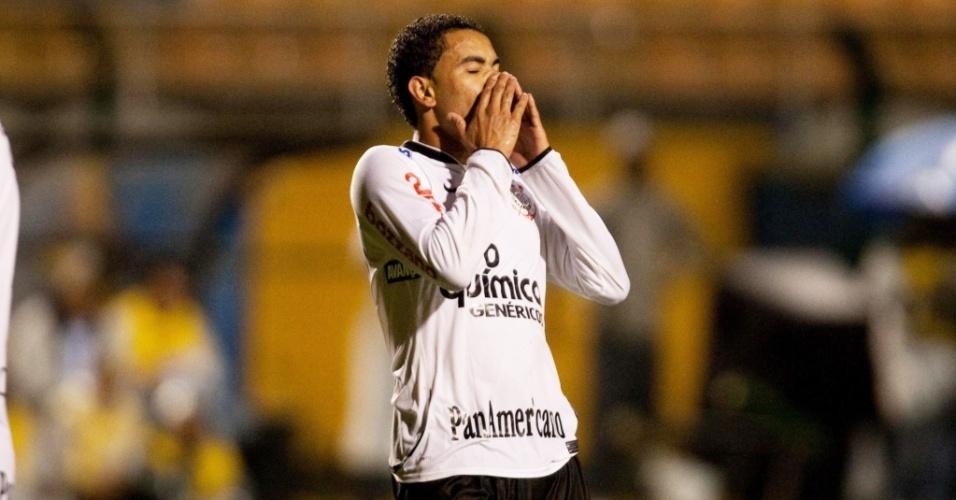Dentinho lamenta chance perdida na vitória do Corinthians sobre o Rio Claro
