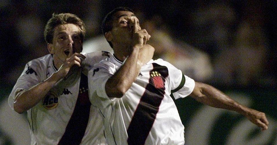 Juninho Paulista (e) foi campeão da Copa Mercosul pelo Vasco em 2000