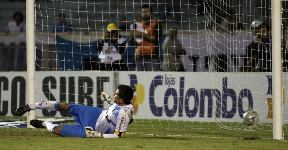 Victor não conseguiu evitar os gols do Pelotas