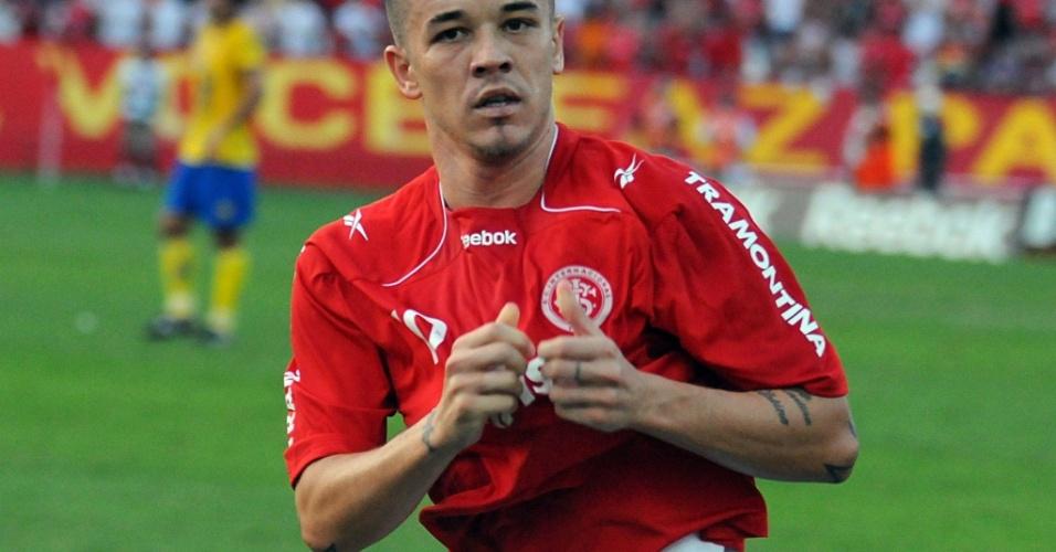 D'Alessandro comemora gol da virada do Inter contra o Pelotas
