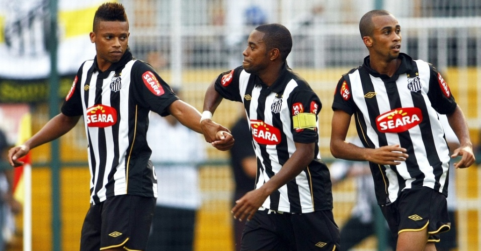 André, na época de Santos, com Robinho e Wesley na comemoração de gol do Santos contra o Santo André na final do Paulistão 2010