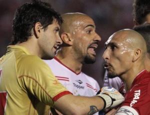 Volante tem sido um dos destaques do Inter na Libertadores 1e85215fb9ca7