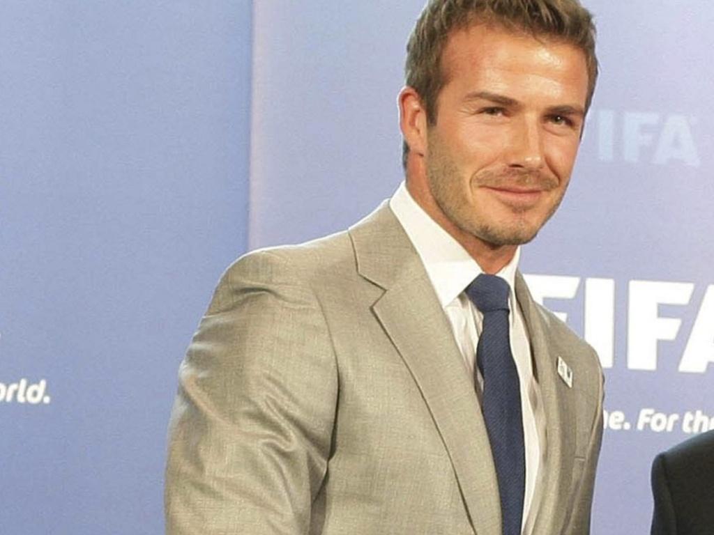Beckham entrega caderno de encargos da Inglaterra em 2018 para Joseph Blatter, presidente da Fifa