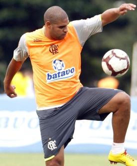 Adriano em treino do Flamengo antes de jogo decisivo contra Universidade do Chile pela Libertadores