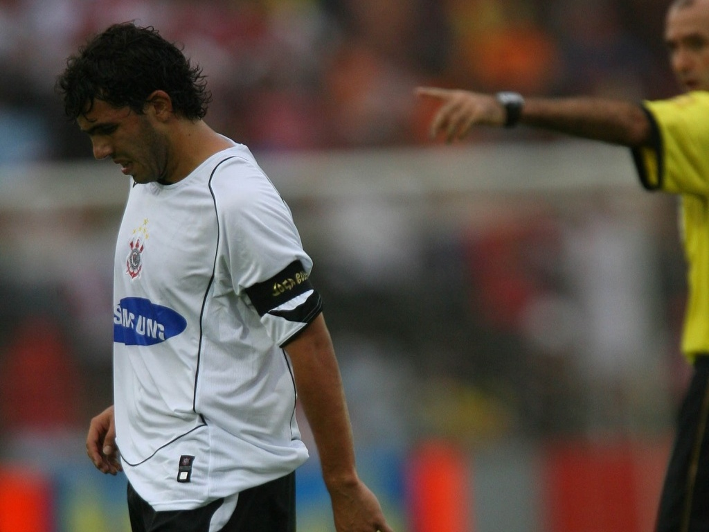 O atacante argentino Carlitos Tevez durante a derrota do Corinthians por 3 a 1 para o São Paulo, no Brasileiro de 2006