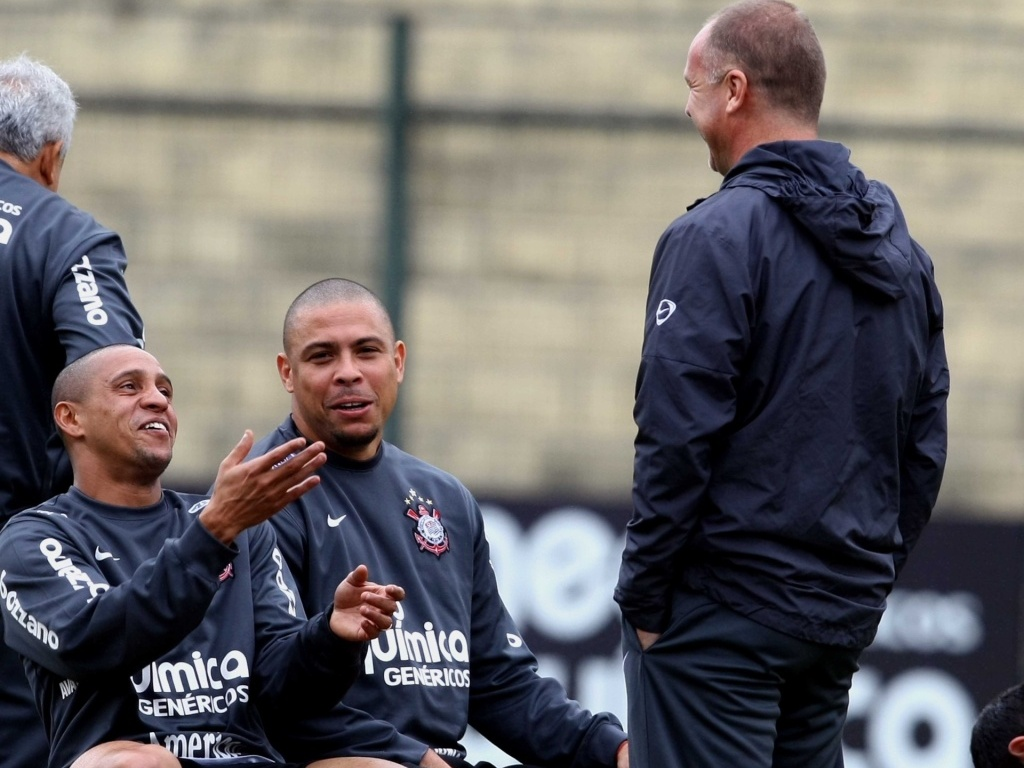 Roberto Carlos, Ronaldo e Mano Menezes treina no Corinthians
