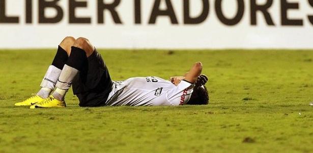 Dentinho chora após eliminação na Libertadores