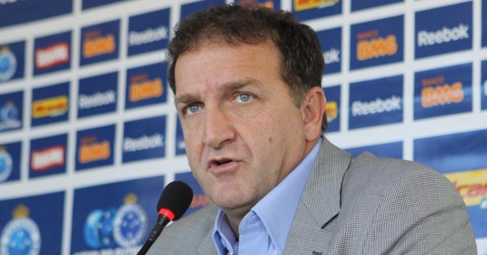 Cuca inicia trabalho no Cruzeiro