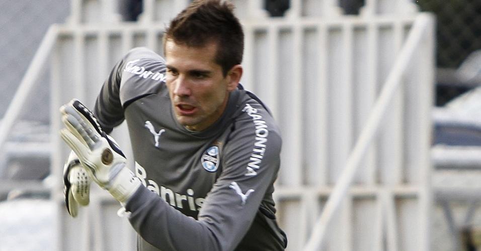 Victor durante treinamento do Grêmio