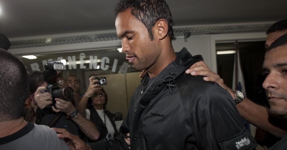 Goleiro Bruno se entrega em delegacia da Polinter, no bairro do Andaraí