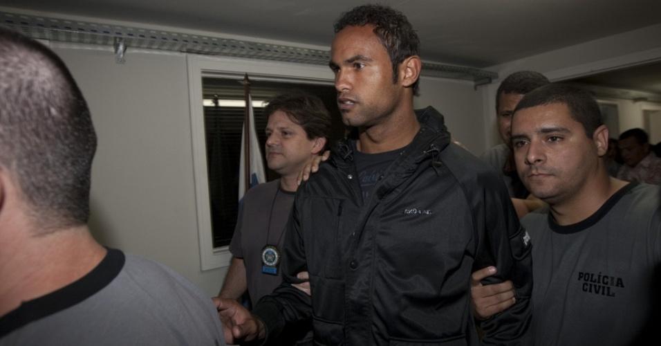 Goleiro Bruno se apresenta em delegacia da Polinter, no bairro do Andaraí