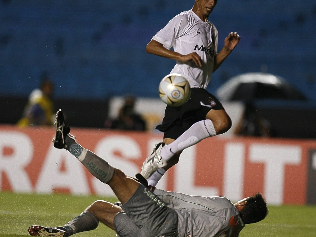 Acosta marca na estreia de Mano no Corinthians