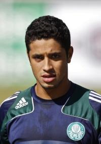 Zagueiro L�o teve sua contrata��o anunciada pelo Cruzeiro