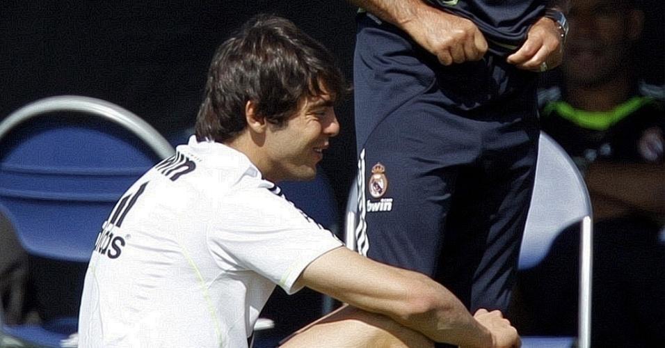 Kaká conversa com José Mourinho em treino do Real Madrid