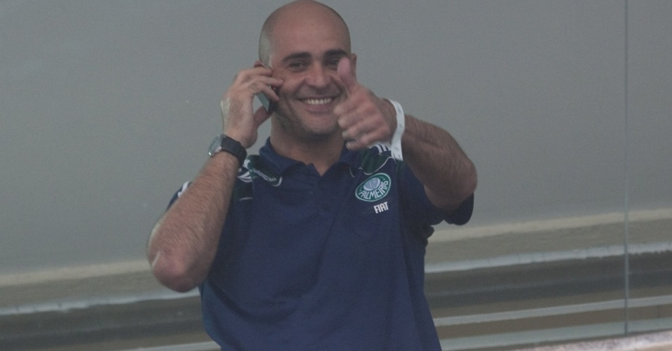 Marcos sorri para a torcida no camarote de Palmeiras x Corinthians