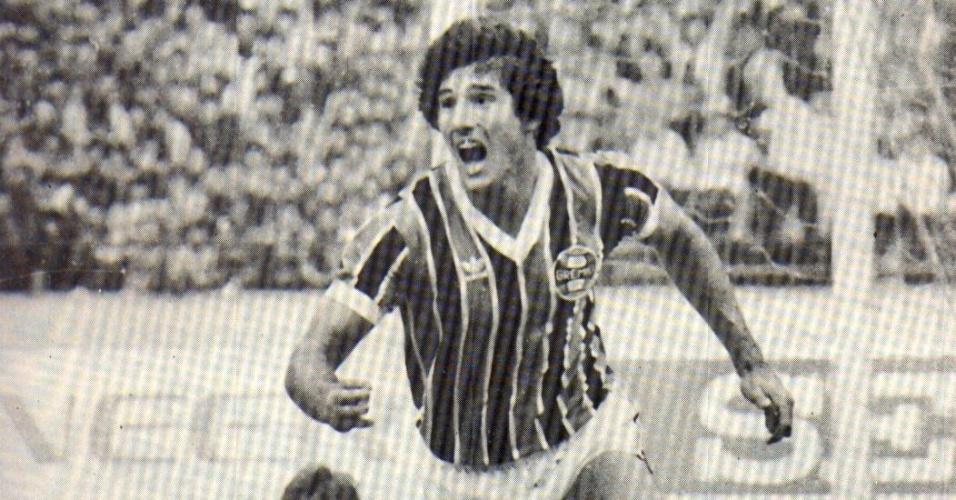 Renato Gaúcho faz gol do Grêmio contra o Hamburgo, no Mundial Interclubes de 1983