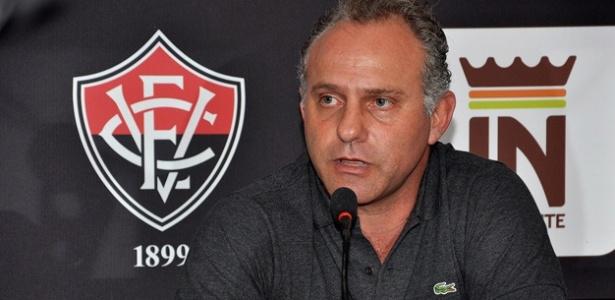 Toninho Cecílio concede entrevista no Vitória