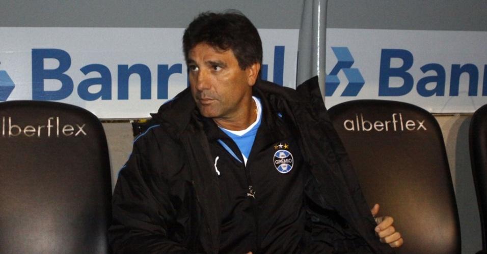 Renato Gaúcho na casamata do Olímpico em sua primeira partida como técnico do Grêmio