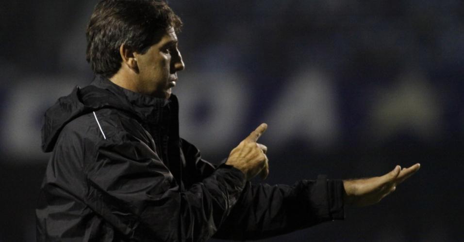 Renato Gaúcho orienta Grêmio em seu primeiro jogo como técnico do clube